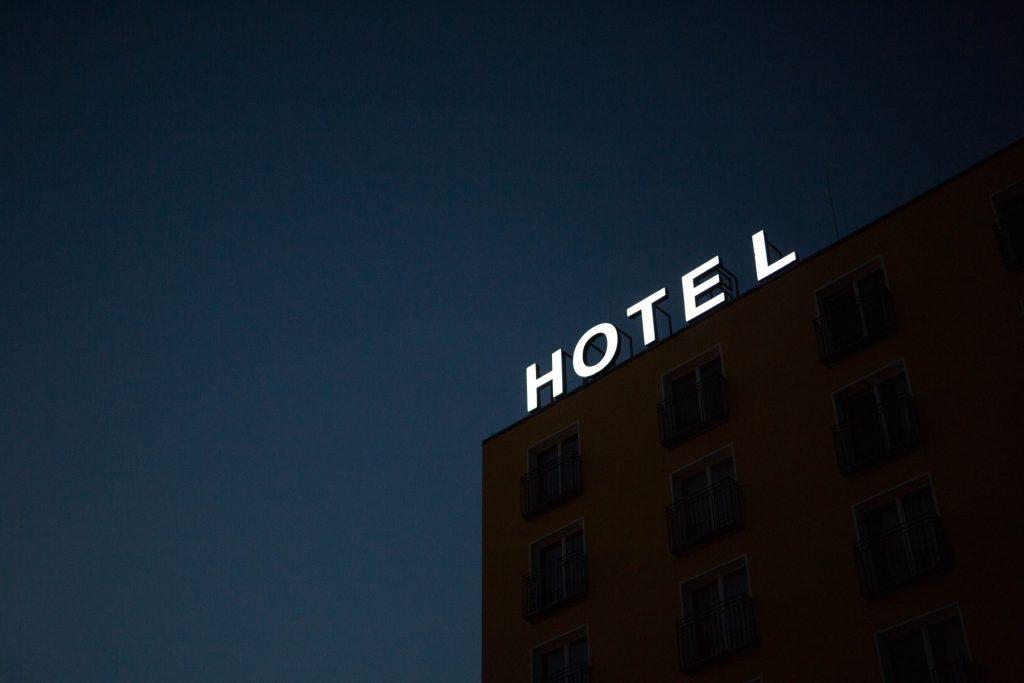 Short-term Housing: Hotel vs. Apartment